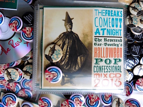 Image of HALLOWEEN TREATS  (Mix CD & Badges)